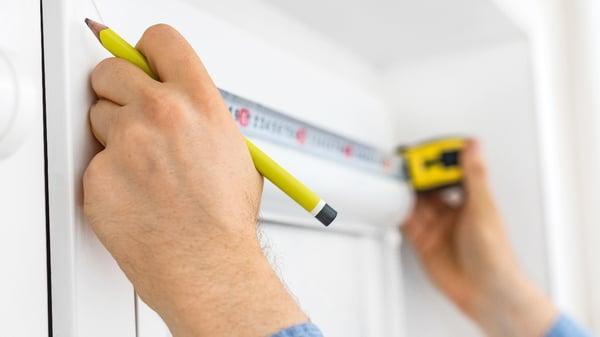 Installer store intérieur-mesure