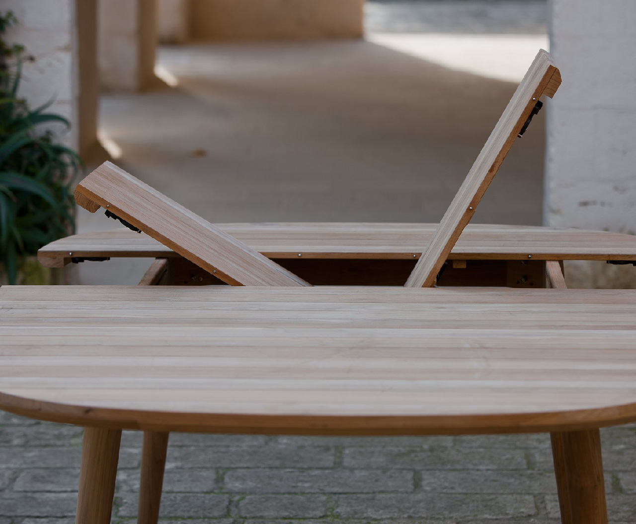 LES ARCS UNOPIU TABLE