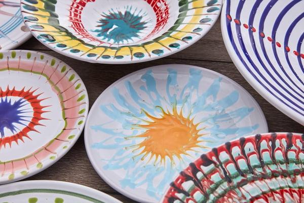 art-de-vivre-exterieur-assiettes-colorees