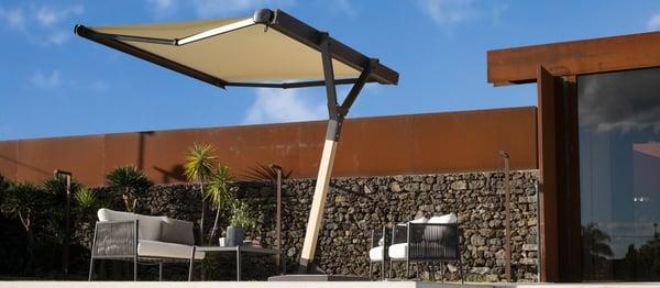 salon-exterieur-resiste-au-soleil-parasol